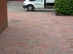 Block paved driveway installation